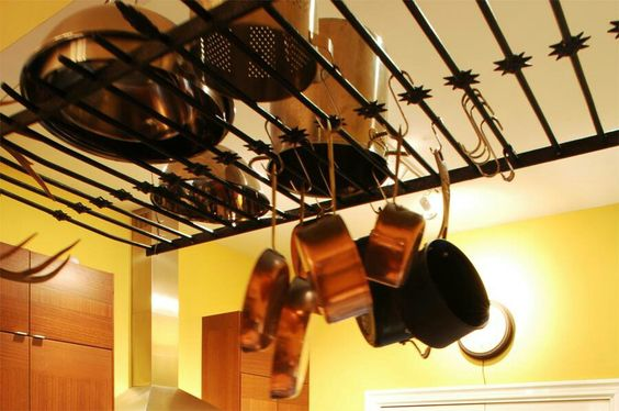 Gate turned pot rack