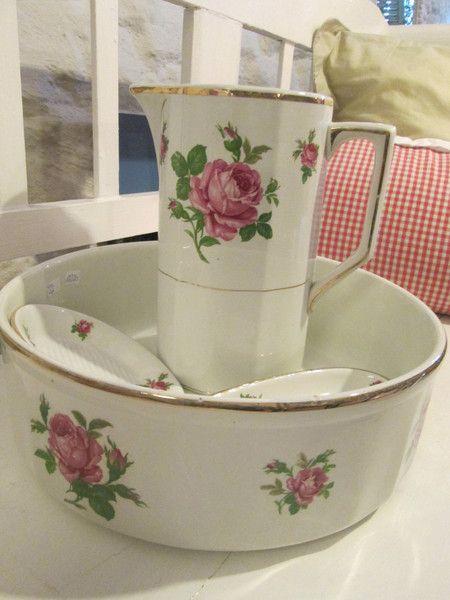 Antikes Waschtischset aus Frankreich - Rosenmuster von Mein kleines Landhaus auf DaWanda.com