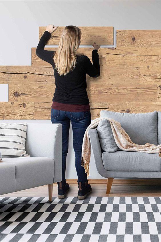Hochwertige, selbstklebende Holz Wandverkleidung aus 6mm starkem Fichten-Sperrholz für kreative Wanddekorationen im typischen sonnenverbrannten Altholz- Design //TIROL 02. Einfache Montage: Die selbstklebende Rückseite der Holzpaneele ermöglicht ein rasches Verlegen ohne schrauben, bohren oder kleistern. Zuschnitte können mit einem handelsüblichen Stanleymesser gemacht werden. Ausschließlich für den Innenbereich konzipiert... *Pin enthält Werbelinks