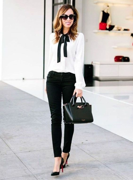 Lovely 112 Fashionable Work Outfits for Women on 2018 #Women Style source: http://cooattire.com/2018/07/31/112-fashionable-work-outfits-for-women-on-2018/