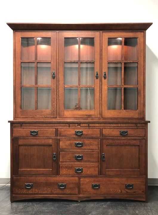 A Mission Arts China Cab In Quartersawn Tiger Oak By Le Meuble Villageois Made In Quebec Canada In 2004 Extremely High Quali In 2020 Tiger Oak Glass Shelves Stickley