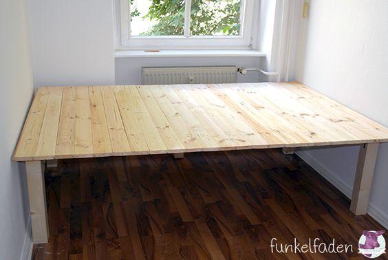 Wie wir uns ein Podest bauen - Eine DIY Anleitung Bedrooms, Ikea - platzsparend bett decke hangen