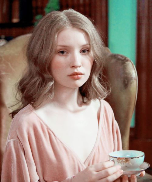 Emily Browning...beautiful not many could pull this look off!