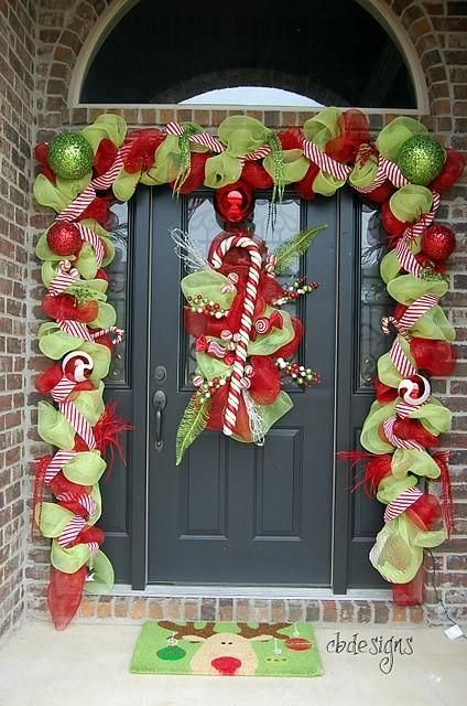 Decoración de puertas por Navidad