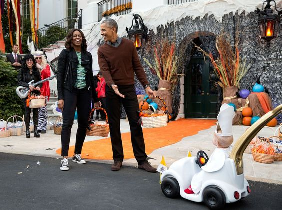 The President and First Lady react to a child in a pope costume and mini…