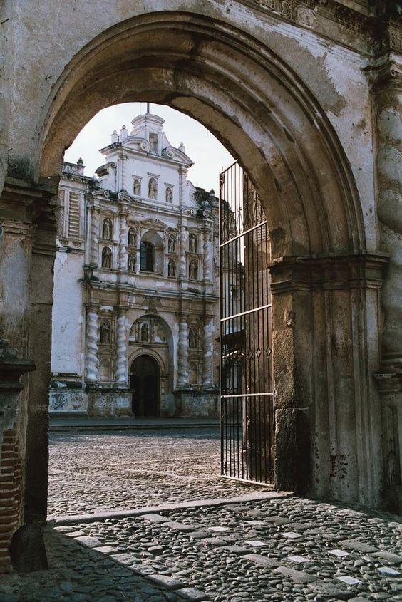 Puerta de acceso a san francisco el grande antigua for Puertas grandes antiguas