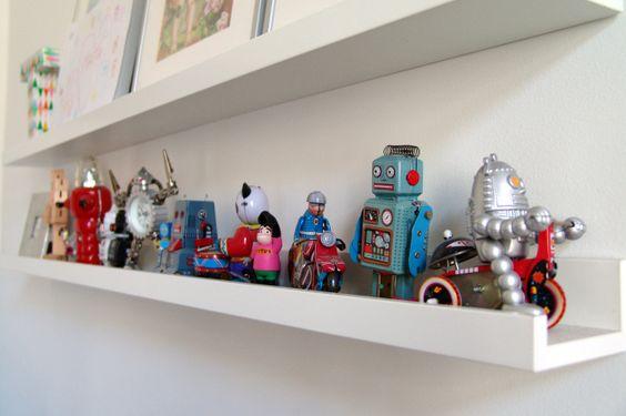 kolekcja robotów w pokoju Tytusa