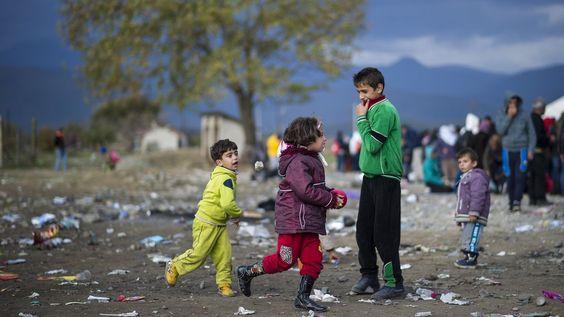 Schleuser nutzen Flüchtlinge zunehmend für Sexarbeit und Sklaverei aus. Laut Europol ist der Verbleib von 10.000 unbegleiteten Kindern und Jugendlichen in Europa unklar.
