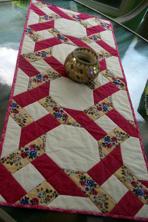 Garden twist quilted table runner pink vintage gardens for Table runner quilt design