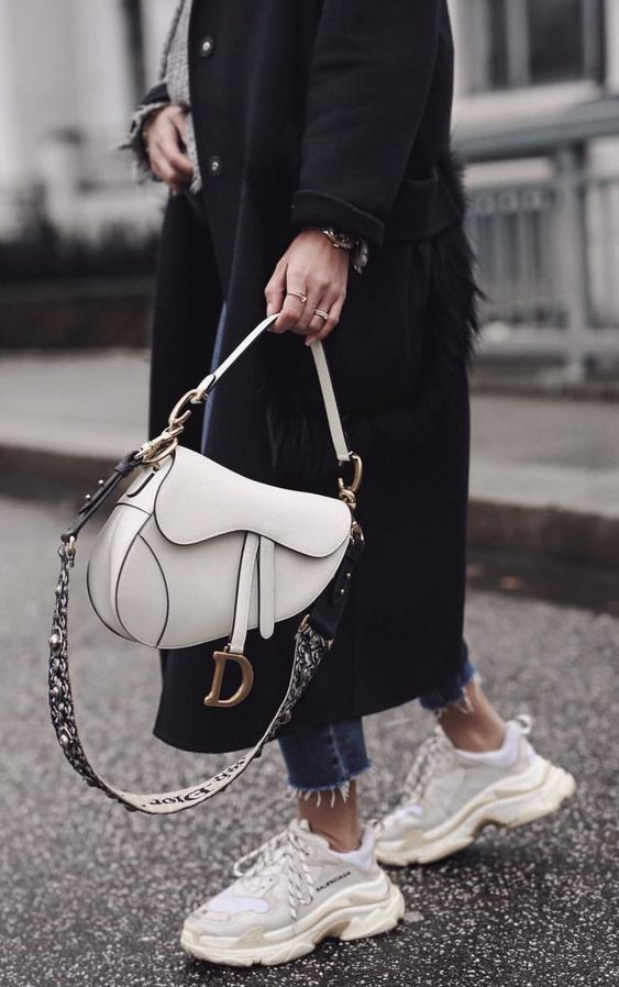 Best Designer Bags Fashion Week Street Style Desginerbag Fashionweek Luxury Streetstyle Fashion Pinterest F Dior Saddle Bag Dior Purses Cosy Outfit