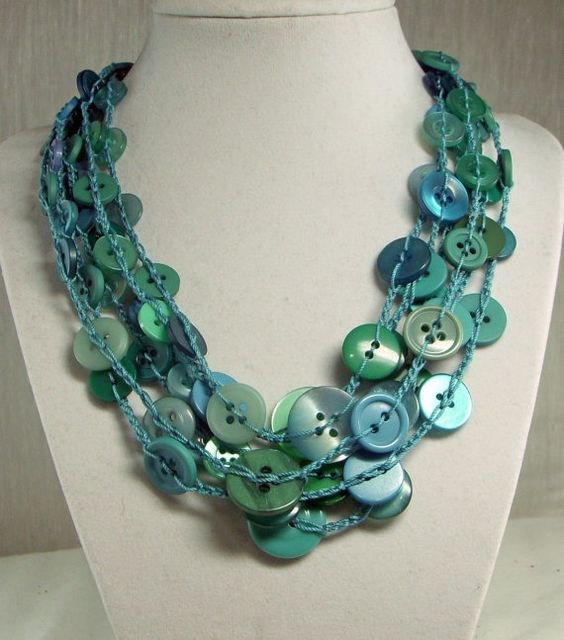 very awesome... showed it with a couple picks with less buttons too, very cute, and a more choker like style, all with the pattern of course...very neat, another i would add to a craft fair...: