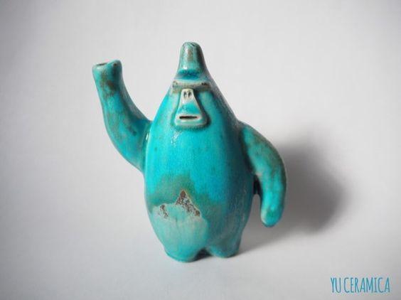 【ターコイズゴリラの花瓶1/Color Gorilla Vase(turquoise blue1)】ターコイズブルーゴリラの花瓶です。ぷりっとしたおしりがポイ...|ハンドメイド、手作り、手仕事品の通販・販売・購入ならCreema。