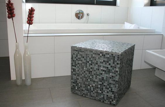 badhocker mit mosaikfliesen highlights and ps. Black Bedroom Furniture Sets. Home Design Ideas