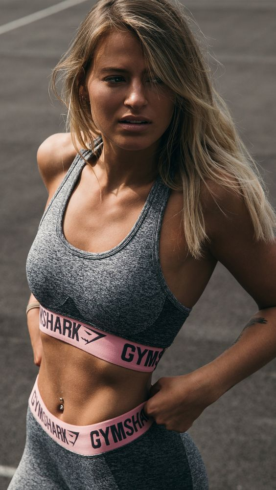 Meggan Grubb training in the Flex leggings and Flex sports bra in charcoal marl/peach pink.