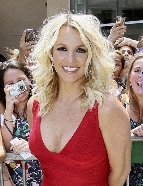 """Britney Spears is a raving fan of Rodan + Fields! She tweeted to her 20,000,000 followers that she uses """"Reverse and Redefine everyday."""" With all of the mentions in the top beauty magazines and a celebrity endorsement, are you finally ready for the best skin of your life? Celebrities get free products sent to them weekly, but look who uses and LOVES our products!   Visit   tarajohnson513@hotmail.ca"""