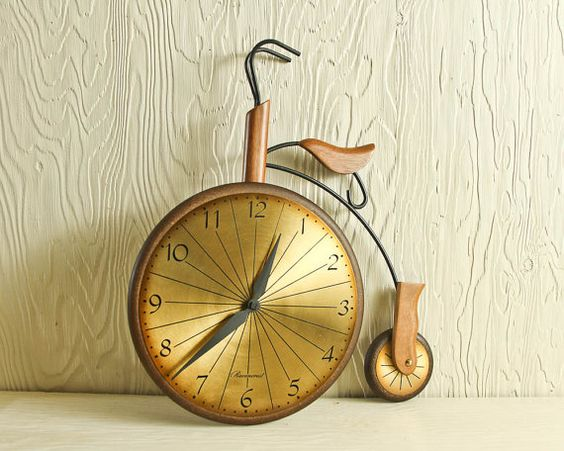 Large Cintage Bicycle Wall Clock by Masketeers, 1963. via Crow Ridge Studios on Etsy. LOVE THIS! $130
