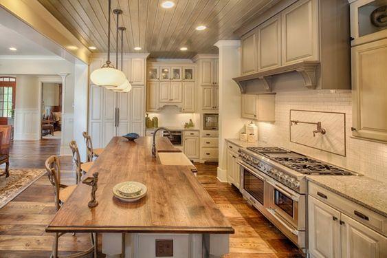 landhausstil k che rustikale elemente pendelleuchten. Black Bedroom Furniture Sets. Home Design Ideas