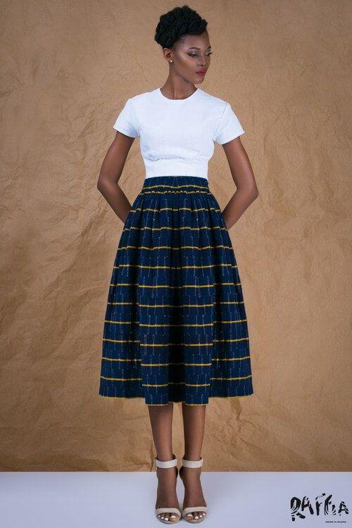 RAFFIA - hand woven fabric- Dans cette vague créative rafraîchissante, découvrez la marque Raffia fondée en 2013 par Madonna Kendona-Sowah. Consommatrice avide de toutes les nouveautés de mode, elle a réalisé que les textiles du nord du Ghana comme le  « tissu Gonja » ou le « batakari » ne figuraient pas dans les collections de ses marques préférées.