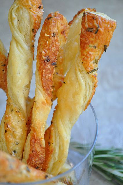 Rosemary Cheese Straws - Puff pastry dough, brush some oil or butter with your favorite seasonings and then cut dough into strips and twist! Then bake in the oven for a delicious treat to add with soups or salads!: Cheese Twist, Puff Pastry Twist, Puff Pastry Breadsticks, Puff Pastries, Recipes Puff Pastry, Cheese Straws, Food Bread, Girl Rosemary