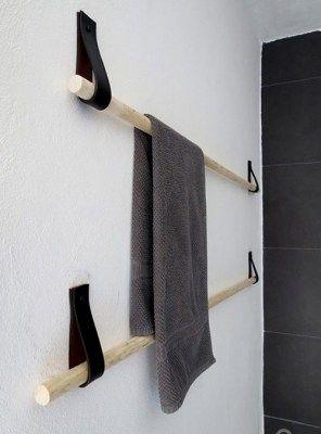 Appendiabito da bagno tube circle in legno massello e cuoio