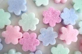 Image result for decoracion de flor de bombon y azucar.