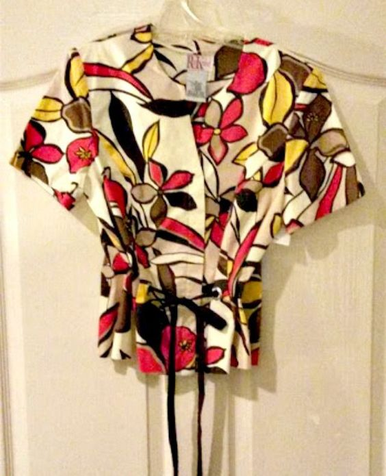 R & K Originals Petite SZ 8 Printed Top
