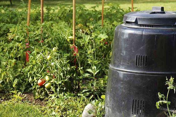 Garden Season DIY: How To Make A Compost Bin