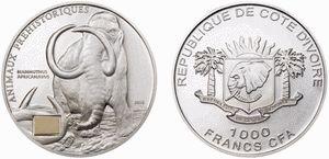 Costa de Marfil Los marfileños no quieren ser menos que sus vecinos de Togo y Benín, por eso acaban de lanzar esta emisión de 1.000 francos CFA dedicada a los animales prehistóricos. En la imagen un mamut africano con un pequeño detalle, una muestra de marfil extraído de un mamut. No deja de ser curioso que en un país donde está severamente prohibido comerciar con marfil de los elefantes se permitan colocar el marfil de un mamut en las monedas. Cosas de África.