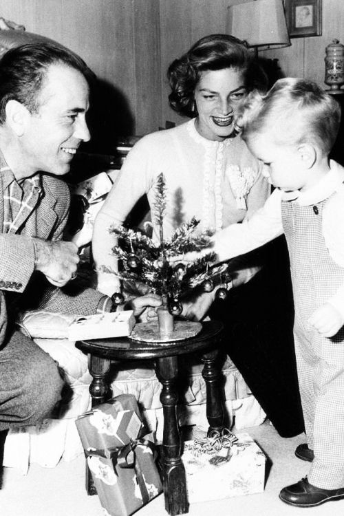 Humphrey Bogart, Lauren Bacall and son Stephen, 1950.: