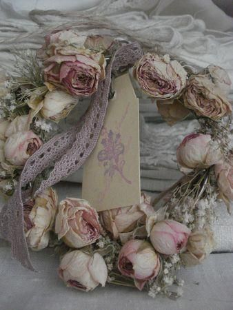 Shabby chic wreath with dry flowers and jute etc for Couronne shabby chic