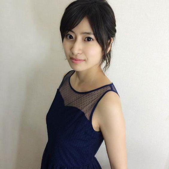 黒ドレスの南沢奈央