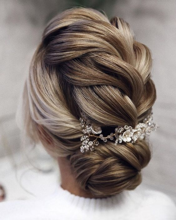 20 Easy And Perfect Updo Hairstyles For Weddings Elegantweddinginvites Com Blog In 2020 Romantic Wedding Hair Hair Styles Wedding Hairstyles