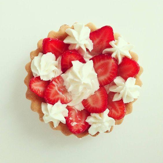 BDay treat :3 #pie #tarte #tart #strawberry #cream #whippedcream #mini #sweet #sugar #dessert