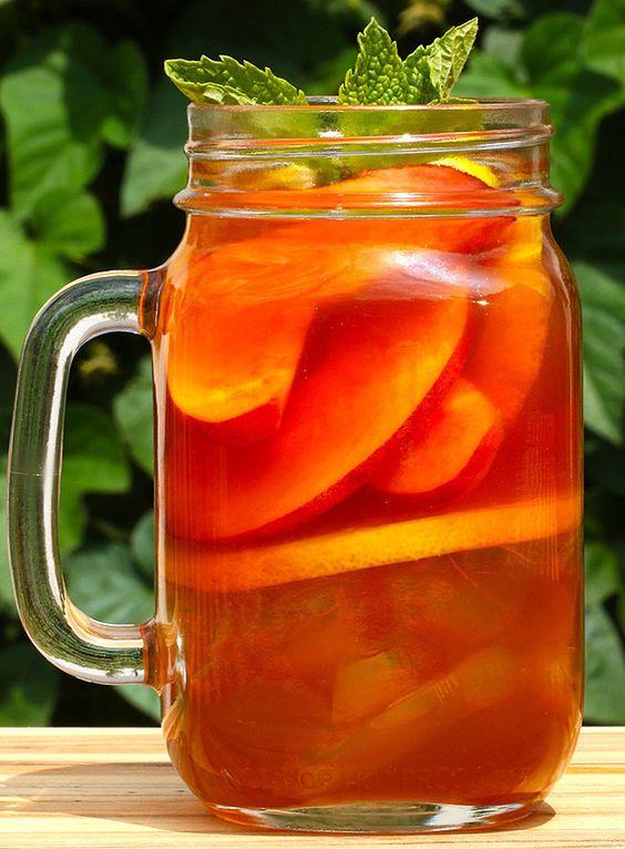 Peach Iced Tea Whiskey | Enjoy This Tasty And Refreshing Peach Iced Tea Whiskey Cocktail This Spring