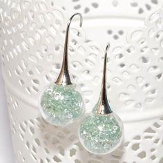 Boucles d'oreilles globes en verre remplies de perles strass vert d'eau
