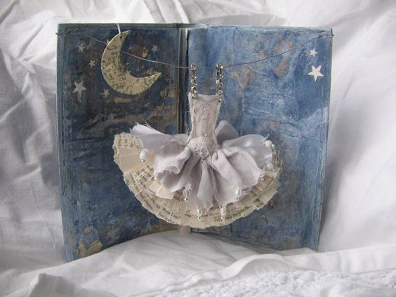 Lovely: Assemblage Art, Paper Dresses, Cards Dress, Paper Art, Dance Craft, Altered Book, Art Dresses
