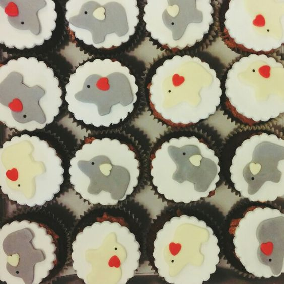 Elephant cupcakes by Pasta Flora