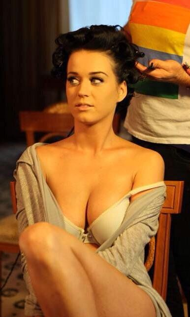 """Looping1979 on Twitter: """"#KatyPerry #Boobs http://t.co/gsZCXCK6ZL"""""""