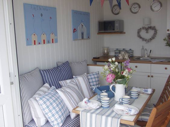 Interiors beaches and beach huts on pinterest for Beach hut interior ideas