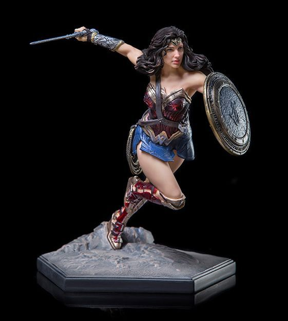 JUSTICE LEAGUE WONDER WOMAN FIGURINE mini standing DC Comics mini figurine NEW!!