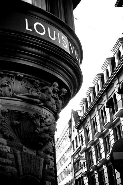 Yciwolf Louis Vuitton Store Origine By Besenhaar Louis Store Vuitton Yciwolf En 2020 Photographie Retro Paysage Noir Et Blanc Vsco Photographie
