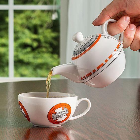 Bb8 Teapot Cup Set Inuse