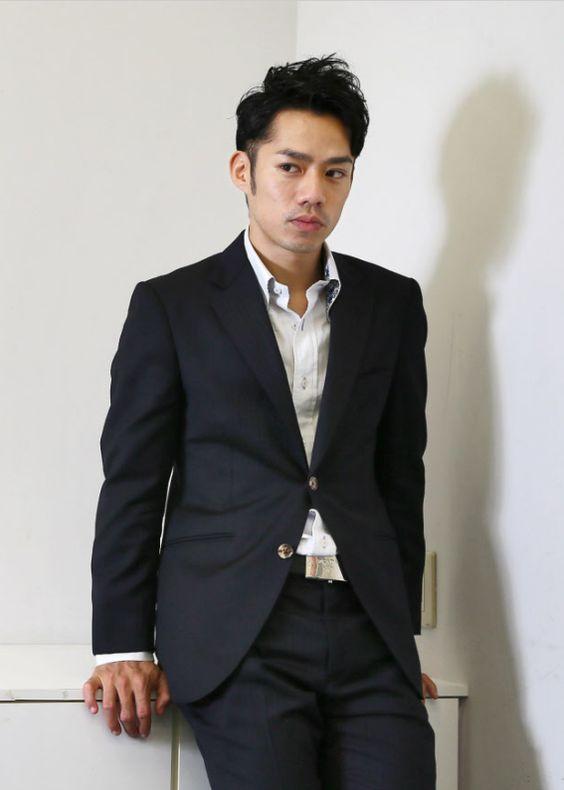 スーツの高橋大輔さん