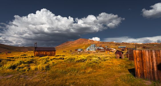 https://flic.kr/p/qyQLp9 | All Those Lose Dreams 幾許黃金夢 | Bodie, once a mining town which boost a population closed to ten thousands. As the vine played out, so did the population. The last permanent resident moved out in 1942, leaving the town in a state of decayed 這是一個位於內華達山脈東部的采礦鎮。在1880年人口達到一萬人。它更有一個有數百人的唐人街。當礦物衰落時,人口亦跟隨著下降。在1920年人口僅有120人。直至1942年最後一人搬離且正式成為鬼鎮。
