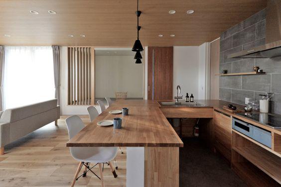 造作キッチン インテリア コの字 ダイニングテーブル一体 実例