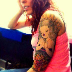 """Ecco il tatuaggio di """"miss.dokka"""".  """" Ho deciso di fare questo tattoo in un periodo di forte stress emotivo, in cui ero perennemente in crisi esistenziale. Attanagliata dai pensieri che mi giravano costantemente in testa di giorno di notte, non riuscivo più a vivere come una persona normale.  http://codcastchannel.tumblr.com/post/78011176210/miss-dokka-casttattoo-in-redazione-stanno"""