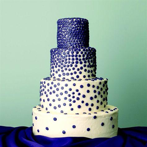 queque blanco con puntos azules
