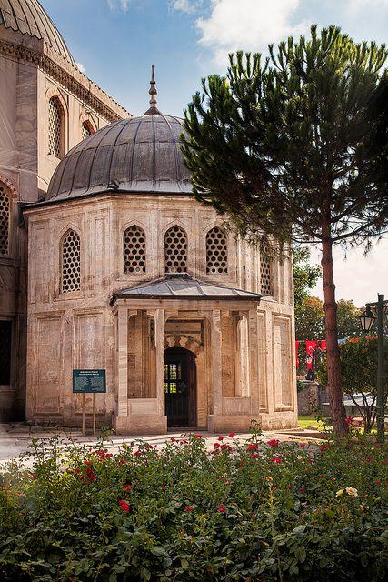 Istanbul: Beautiful Tomb by John & Tina Reid, via Flickr