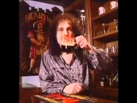 Über 30 Jahre alte Bierwerbung mit Ronnie James Dio - http://www.dravenstales.ch/ueber-30-jahre-alte-bierwerbung-mit-ronnie-james-dio/