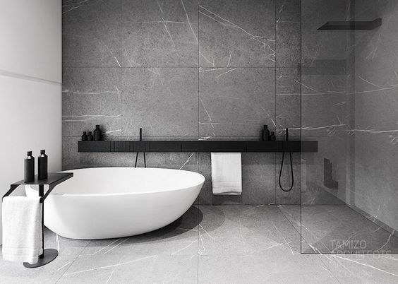 Zona de baño con bañera exenta, ducha abierta con separación de ...